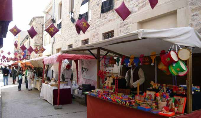 http://www.viulafesta.cat/wp-content/uploads/2015/04/Festa-dels-Tres-Tombs-Fira-Medieval-Anglesola-wpcf_680x400.jpg